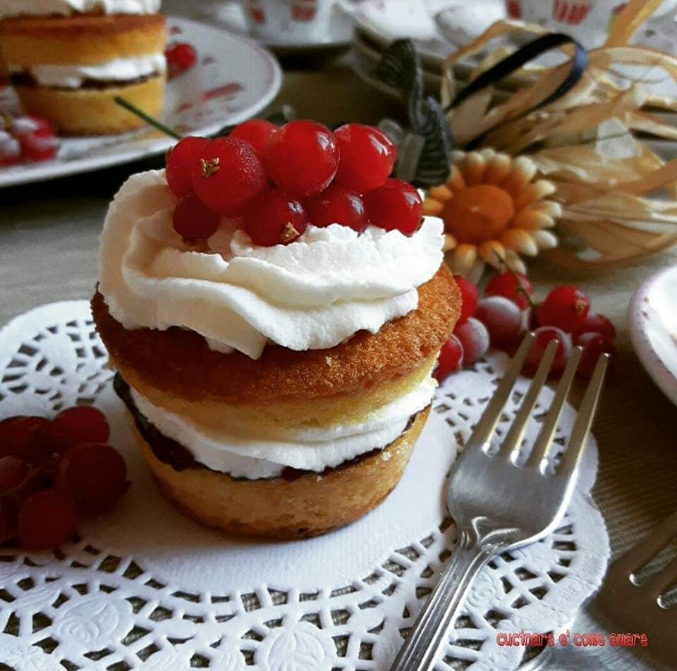 torta muffin dolce con ripieno