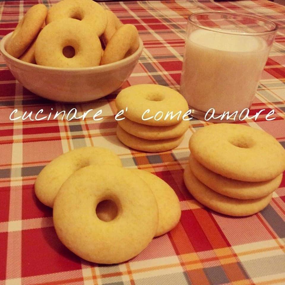 biscotto classico al latte da colazione