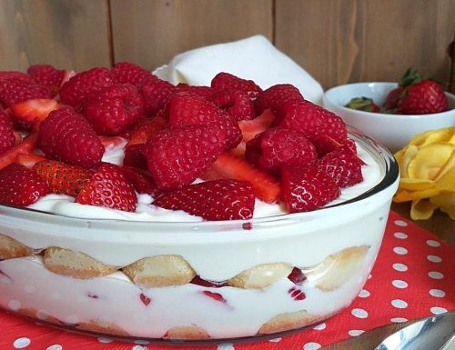 DOLCE TIRAMISU' DI RICOTTA e frutti rossi