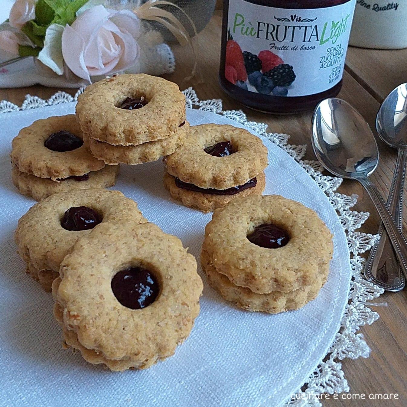 biscotto rustico ripieno di marmellata