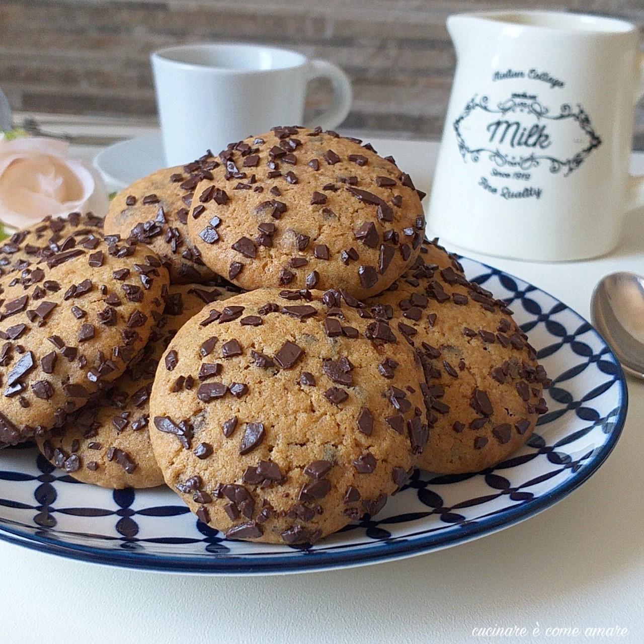 biscotto facile tipo cookies con cioccolato