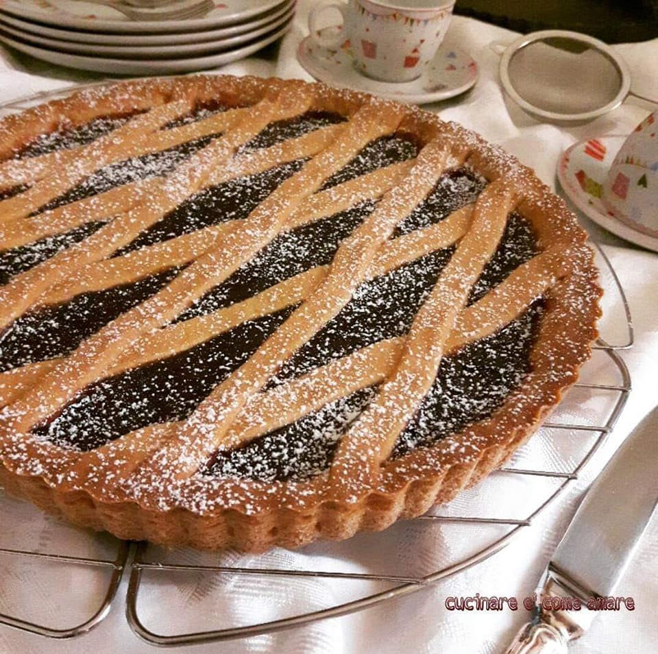 dolce crostata semplice con ripieno