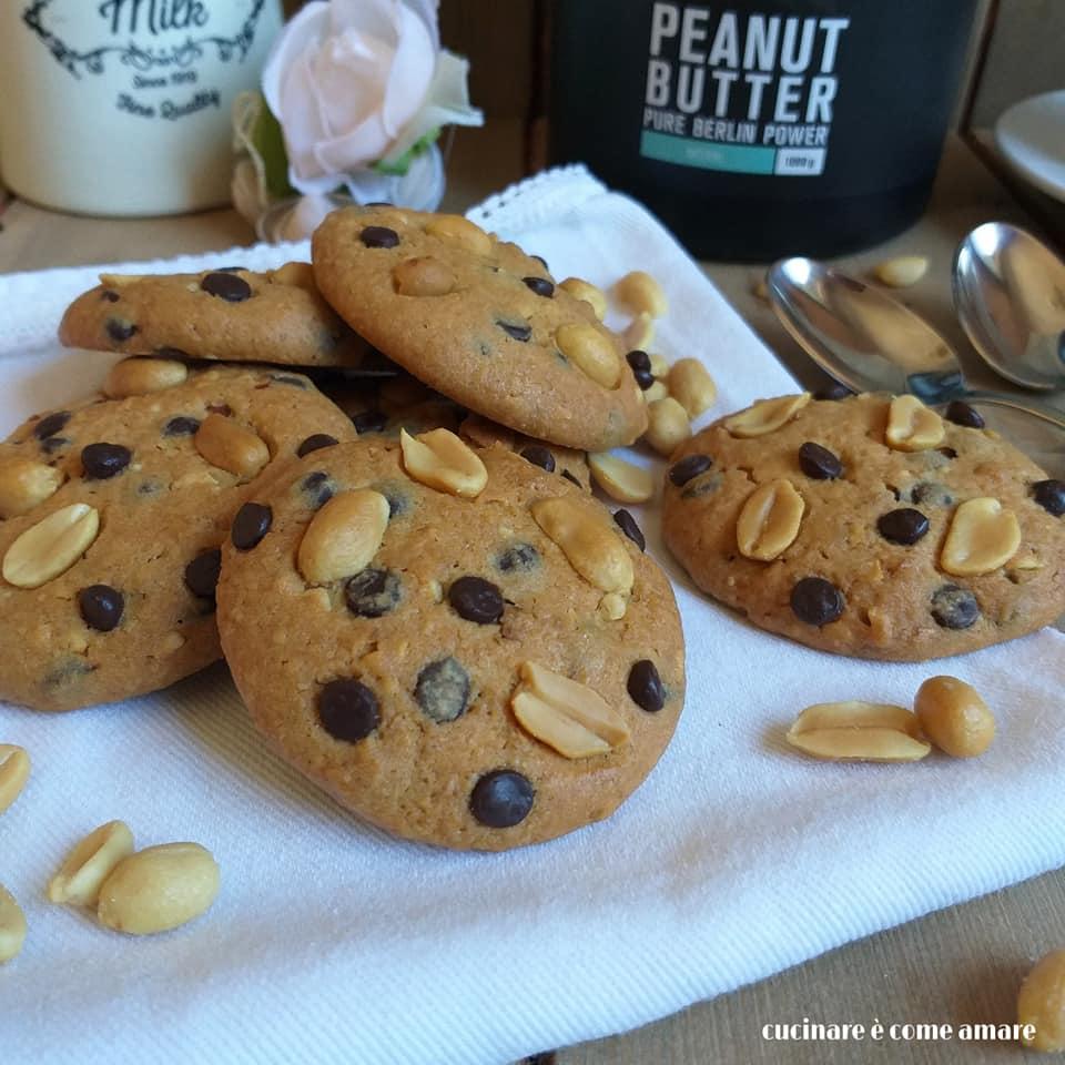 biscotto cookies arachidi e cioccolato