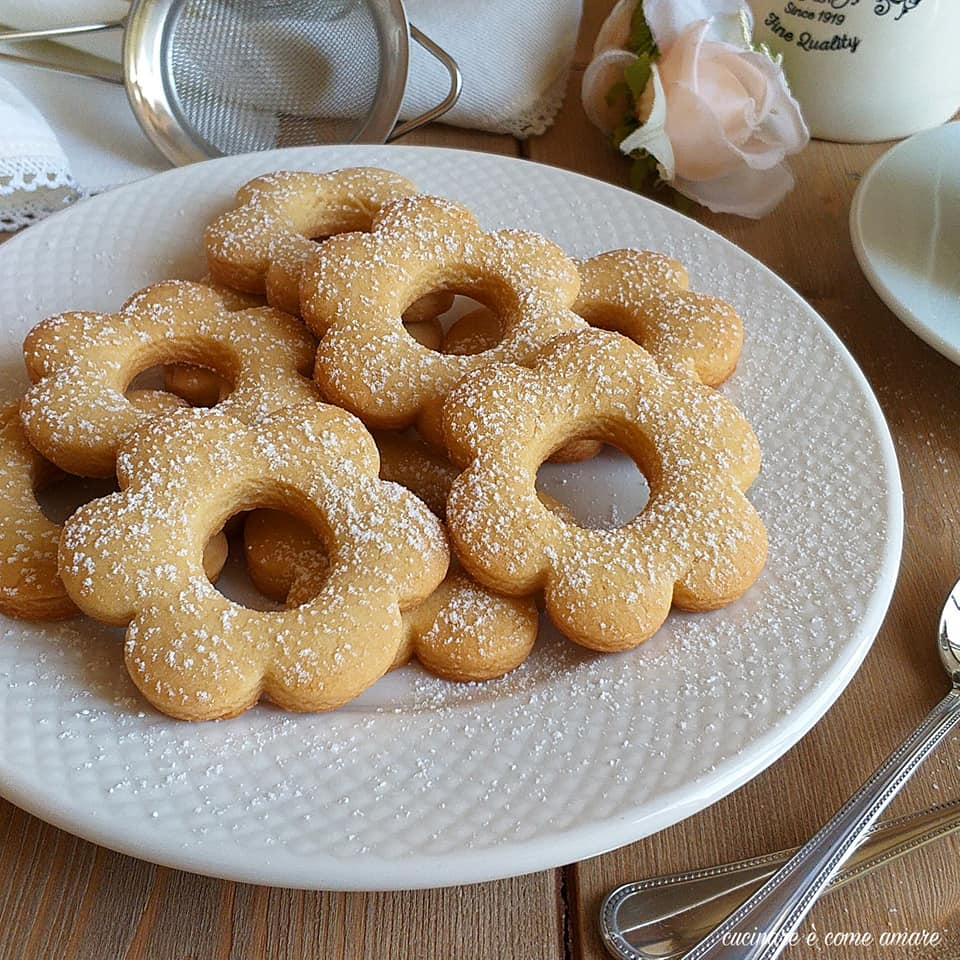 biscotto fiore con farina di nocciole