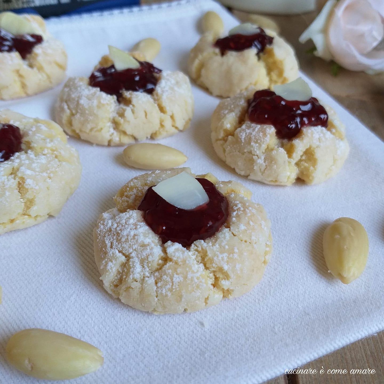 biscotto pasticcino mandorla e marmellata