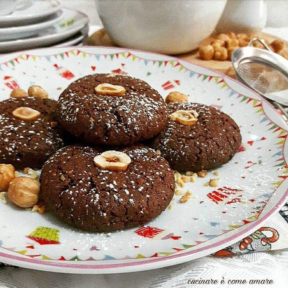 biscotto semplice al cacao e nocciole