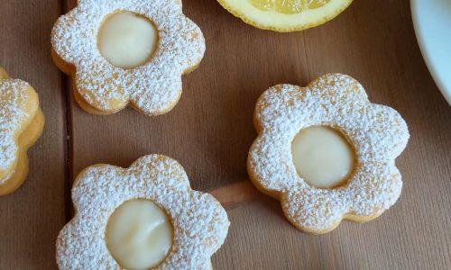 BISCOTTO CON RIPIENO CREMA al limone