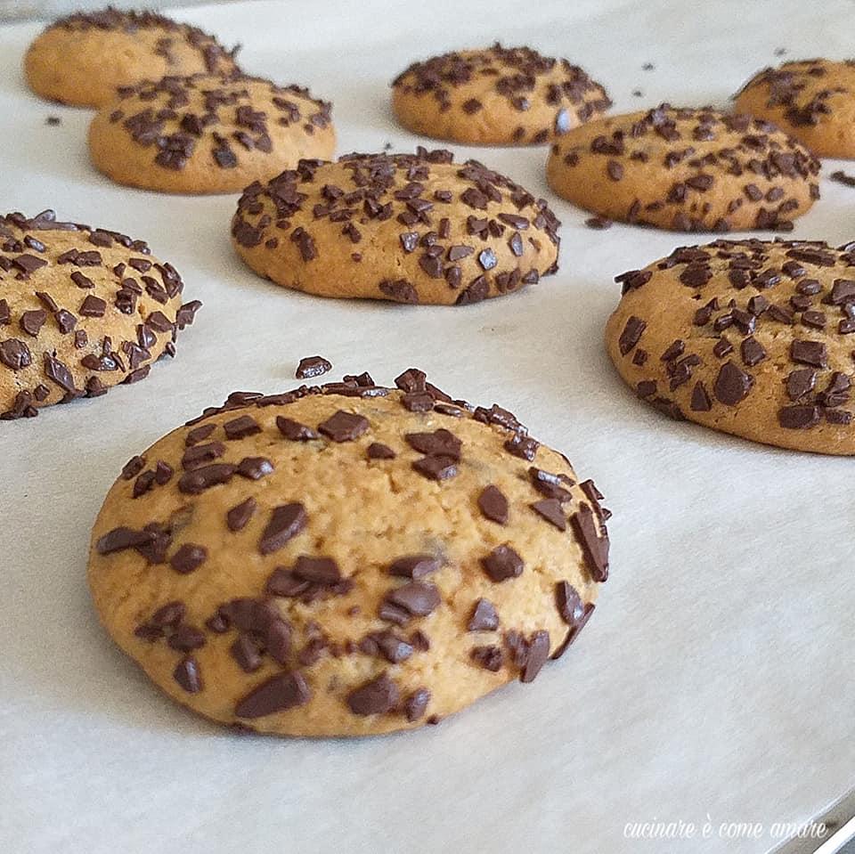biscotto tante gocce di cioccolato dolce facile