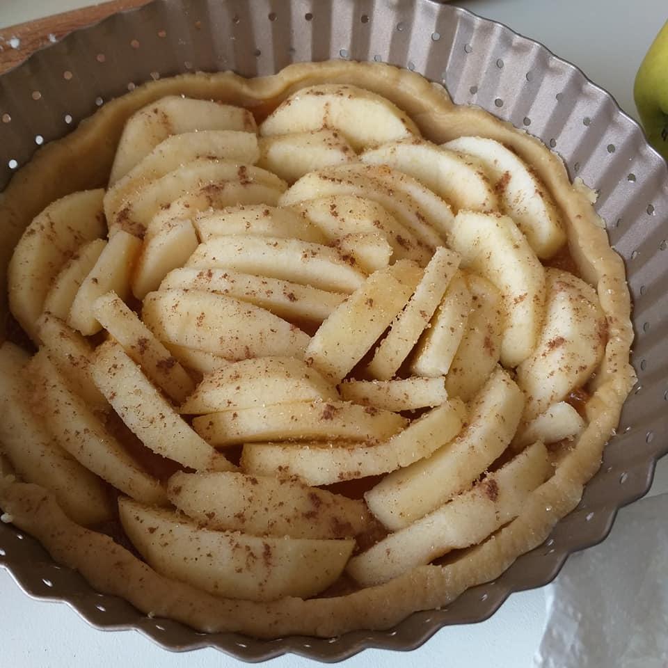 impasto dolce crostata con ripieno mele