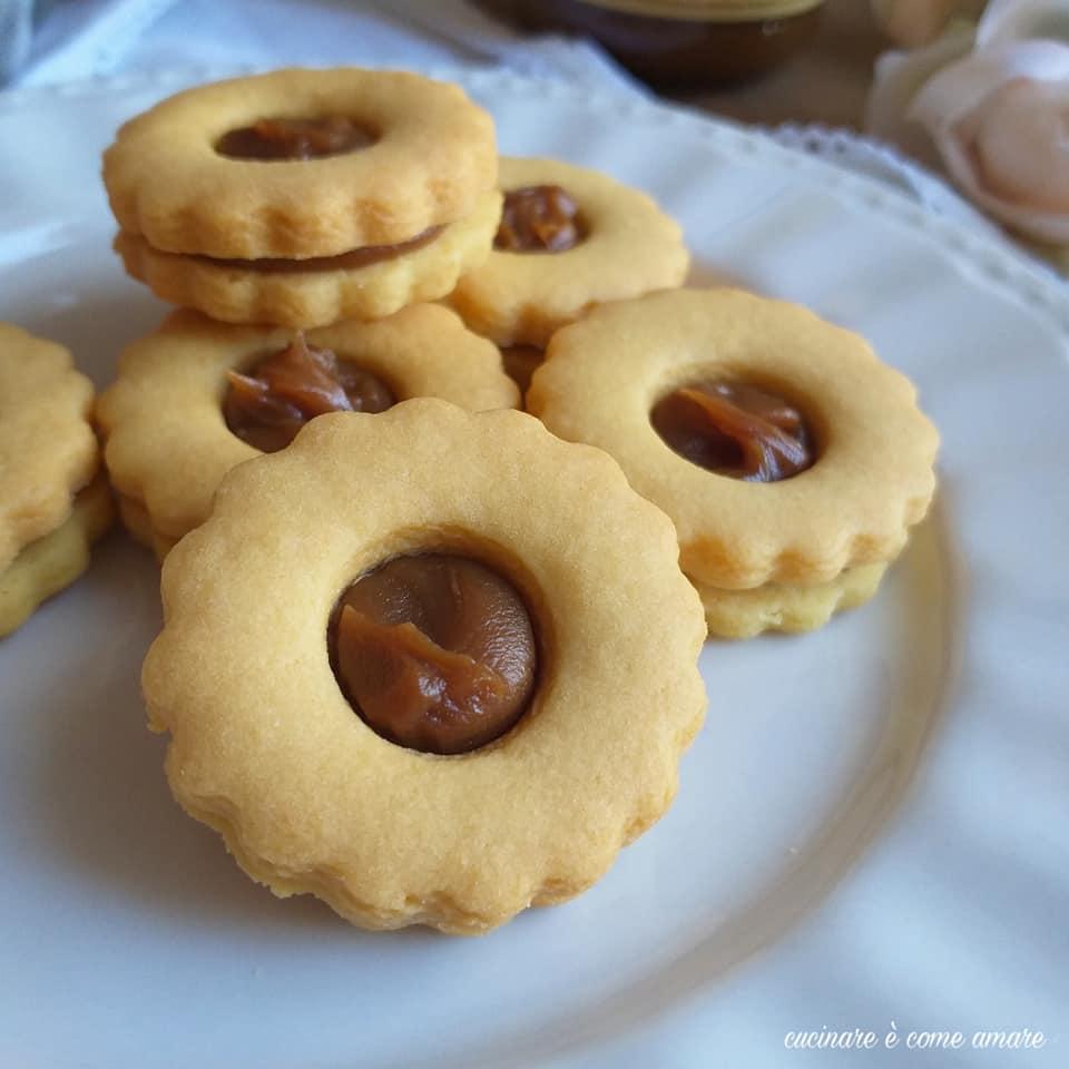 biscotto occhidibue con crema caramello ripieno