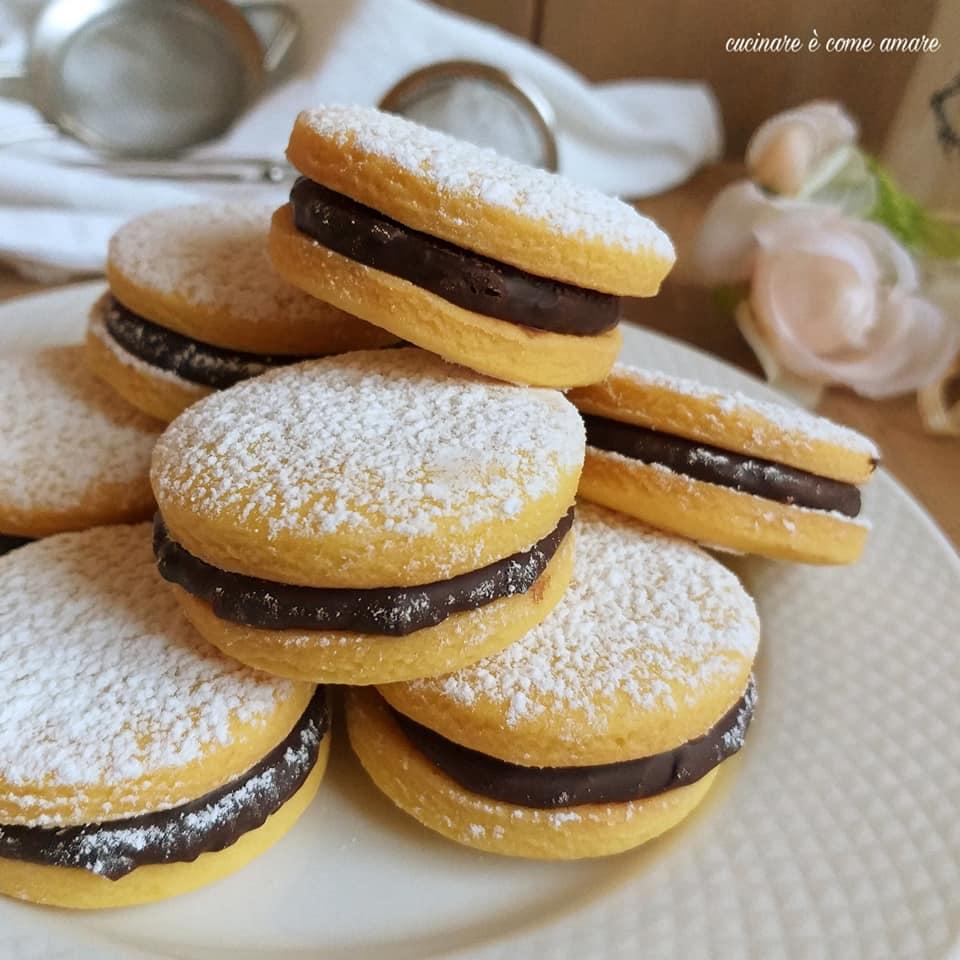biscotto ripieno di ganache al cioccolato