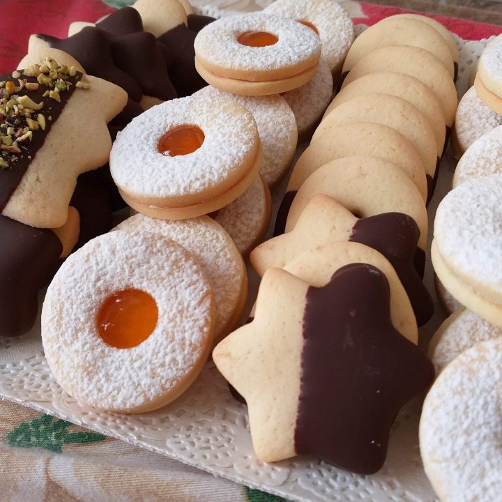 biscotto dell'anno da pasticceria ripieno e con glassa