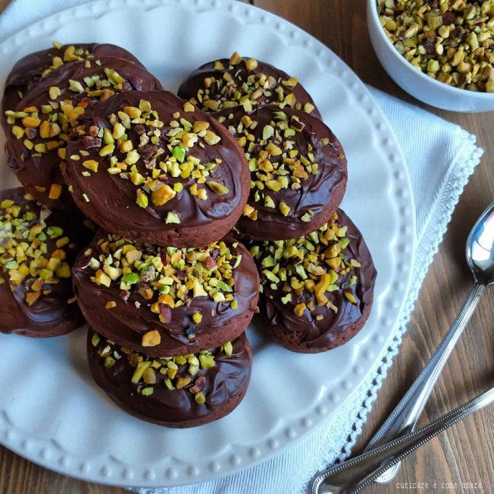 biscotto siciliano al cacao con glassa al cioccolato