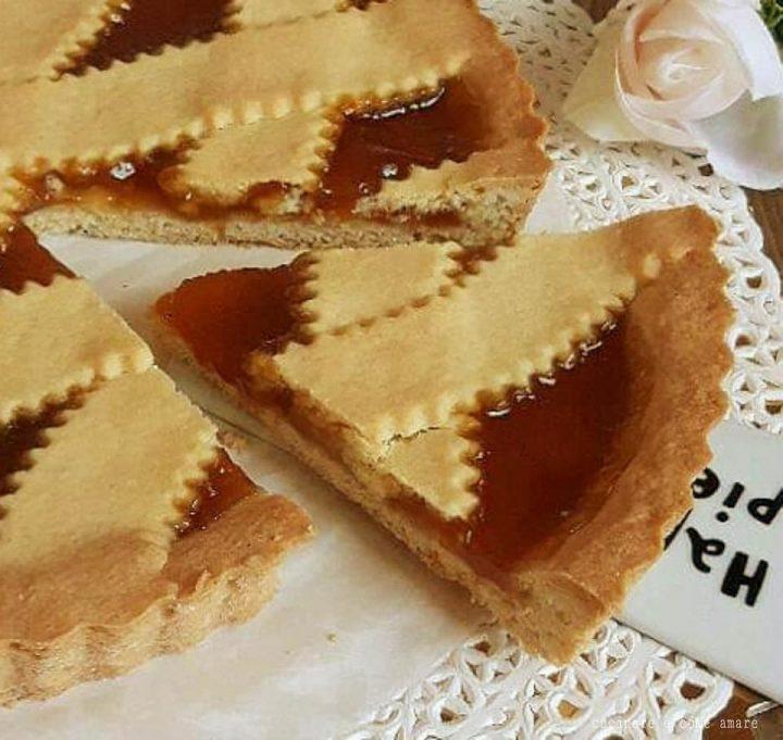 crostata semplice della nonna con ripieno marmellata