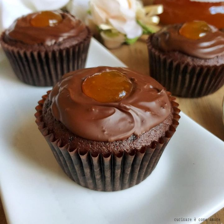 muffin tortina sacher dolce con glassa