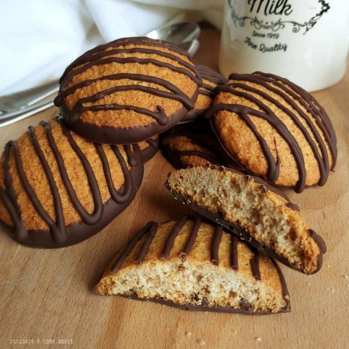 biscotto delizia integrale con glassa cioccolato