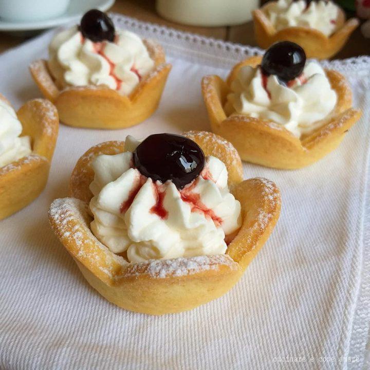 crostatine con crema yogurt e amarene dolce ripieno