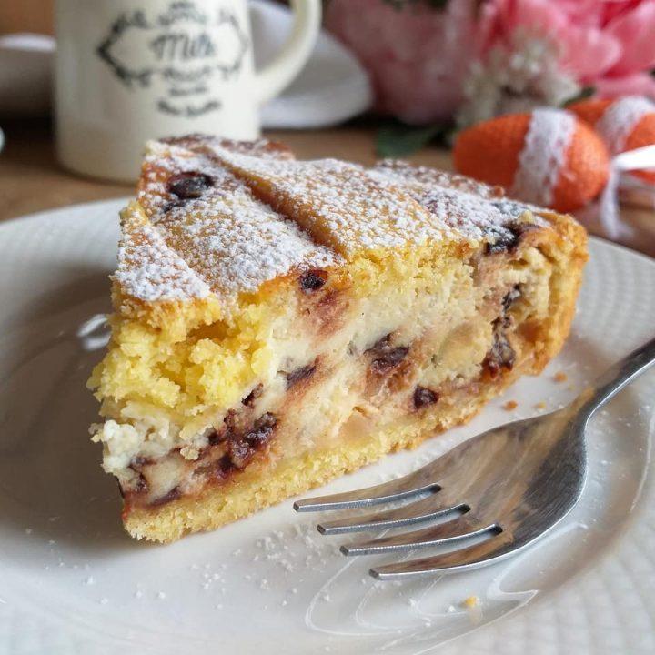 torta crostata pastiera con grano e ricotta dolce ripieno
