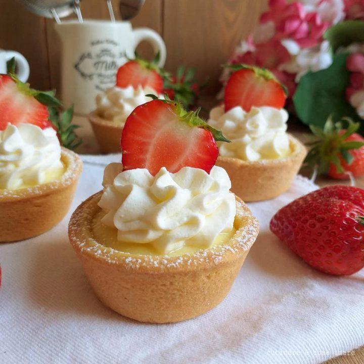 crostatine cheesecake panna e fragole dolce ripieno