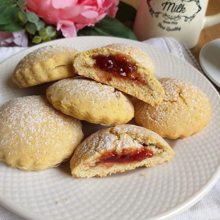 biscotto fagottino all'olio con marmellata dolce ripieno