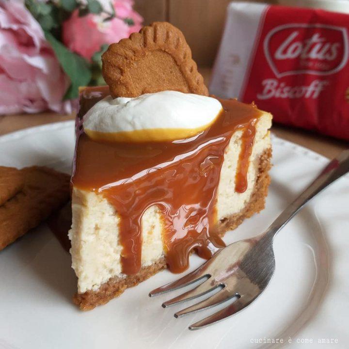 torta cheesecake al caramello dolce con biscotti lotus
