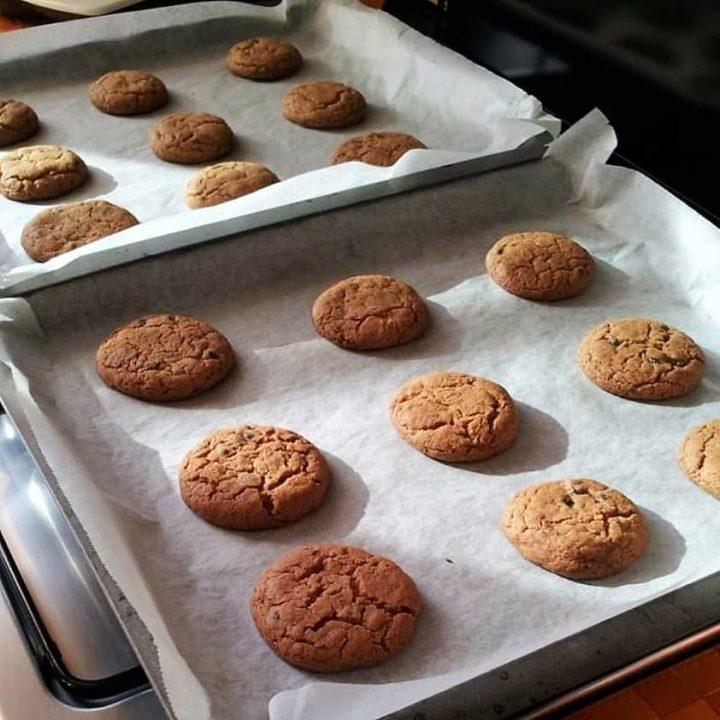 biscotti morbidi tipo cookies dolce con cioccolato