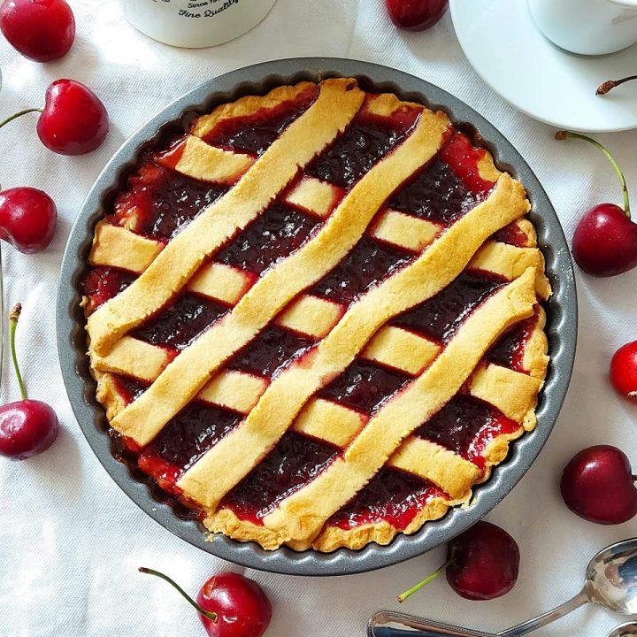 crostata buonissima alle ciliegie dolce ripieno marmellata