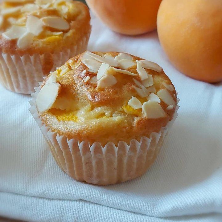 muffin tortina pesca e mandorle dolce soffice