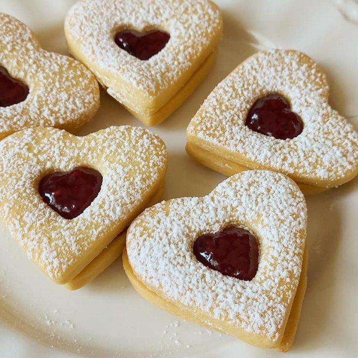 biscotti friabilissimi con marmellata dolce ripieno
