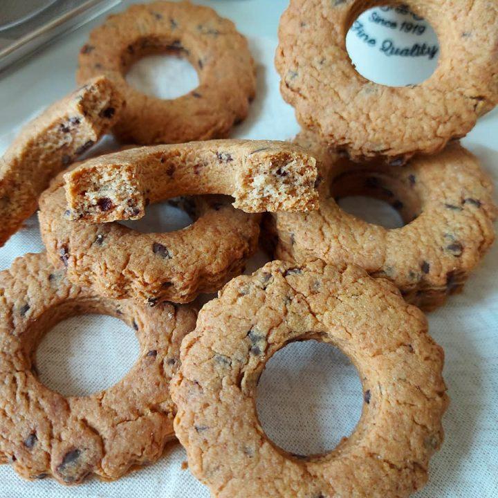 biscotti rustici per colazione con cioccolato e senza burro