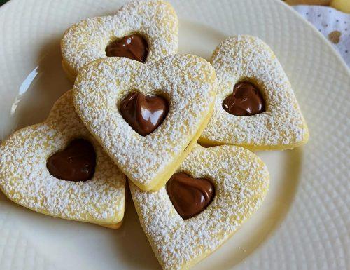 BISCOTTI FRIABILISSIMI CON NUTELLA dolce ripieno