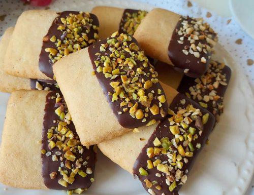 BISCOTTO QUADROTTO DA PASTICCERIA dolce con glassa cioccolato
