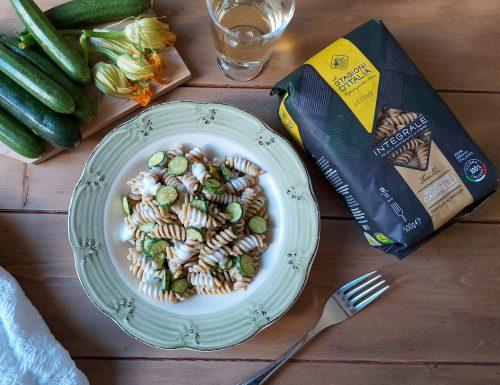 FUSILLI INTEGRALI con zucchina, fiori di zucca e robiola