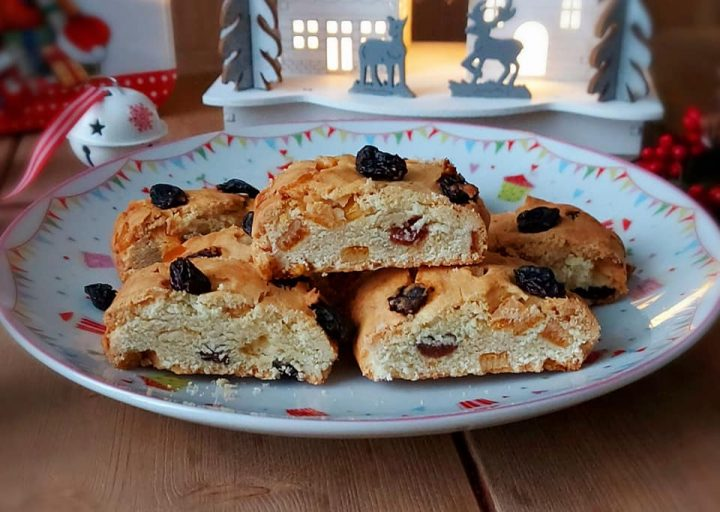 biscotto rotolo gusto panettone dolce con canditi e uvetta