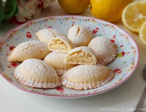 BISCOTTI MEZZALUNA AL LIMONE dolce ripieno crema
