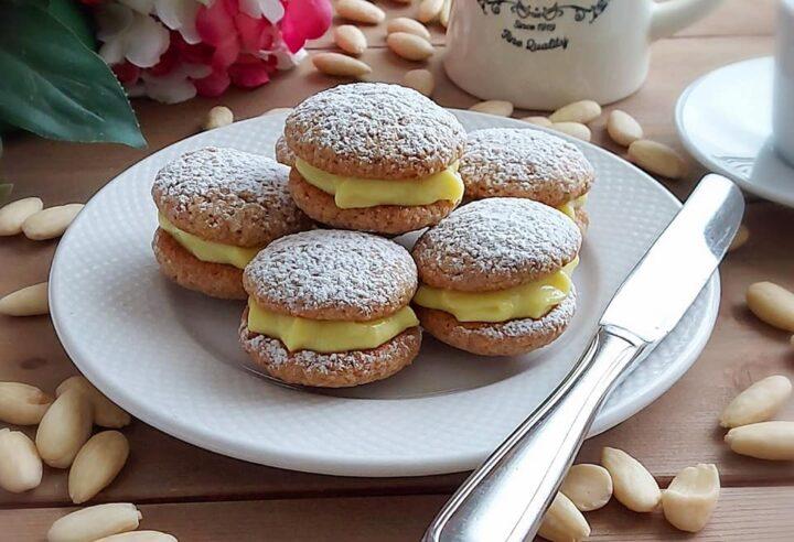 biscotti pasticini alle mandorle e crema dolce ripieno goloso