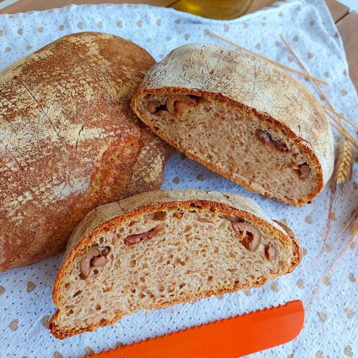 pane integrale con olive fatto in casa ricetta con lievito di birra