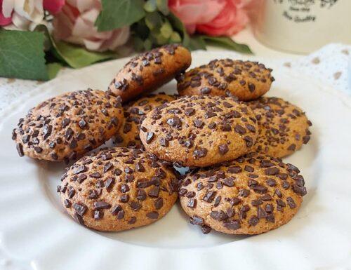 BISCOTTI CIOCCOLOTTI AL BURRO dolce ricetta tipo cookies