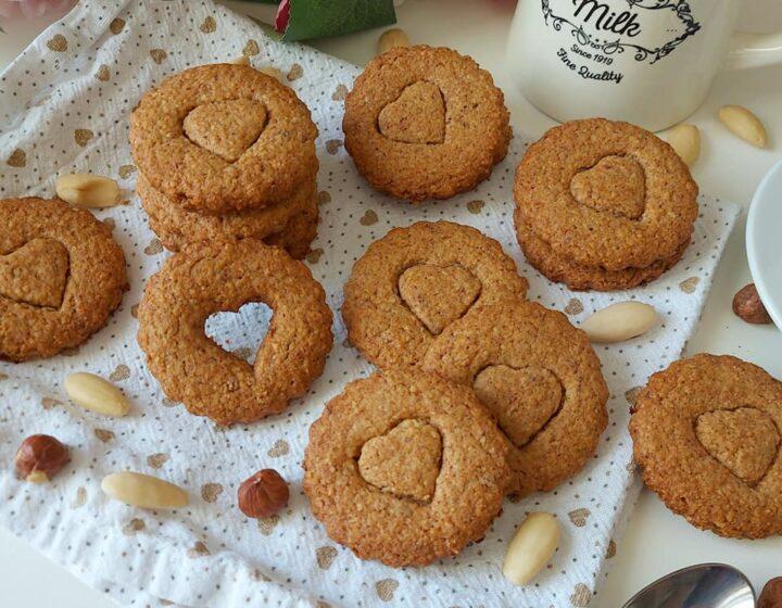 biscotti frollini con nocciole e mandorle dolce ricetta facile