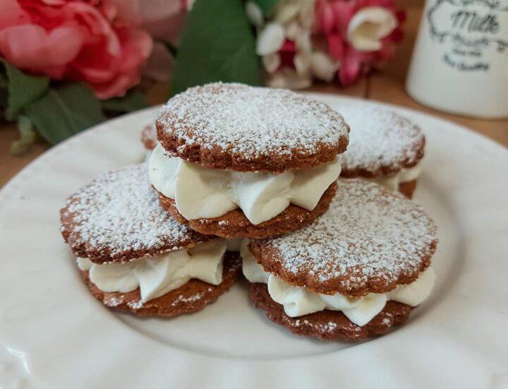 biscotto cacao con crema paradiso dolce ripieno goloso