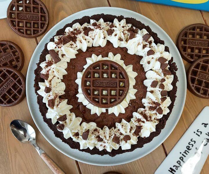 crostata senza cottura cioccolato e panna dolce ripieno con biscotti