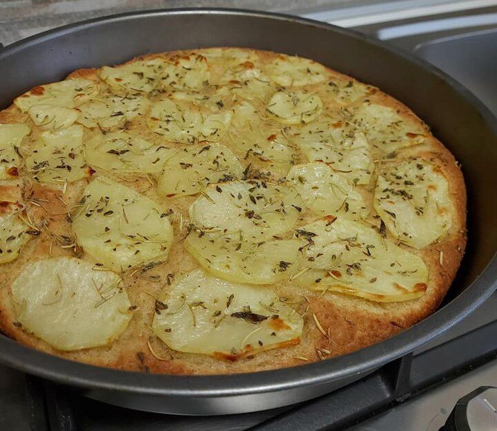 focaccia con patate impasto con poco lievito