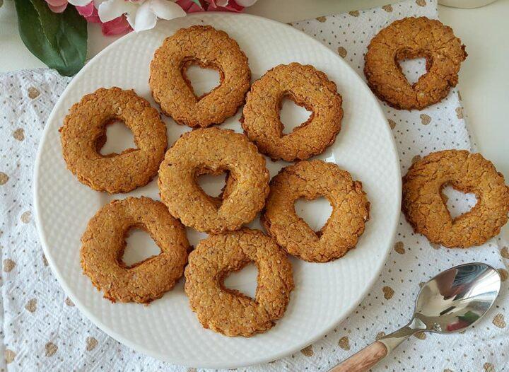 biscotti cuor frollini rustici dolce con mandorle e nocciole