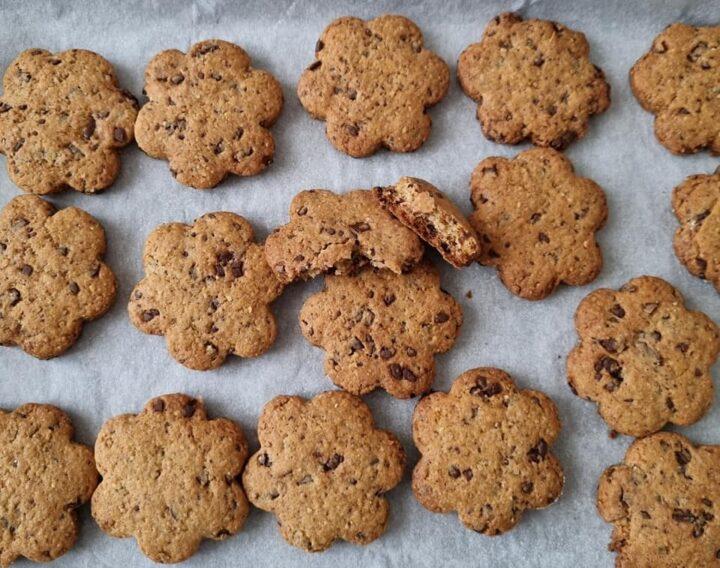 biscotti margheritine nocciole e cioccolato dolce ricetta buonissima