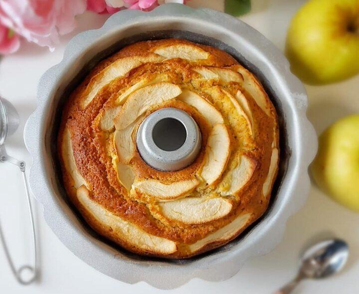ciambella nuvola mele e vaniglia dolce con yogurt e senza burro