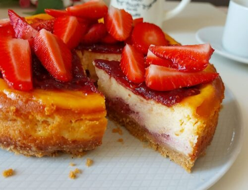 TORTA CHEESECAKE FAVOLA RICOTTA E FRAGOLE dolce cremoso