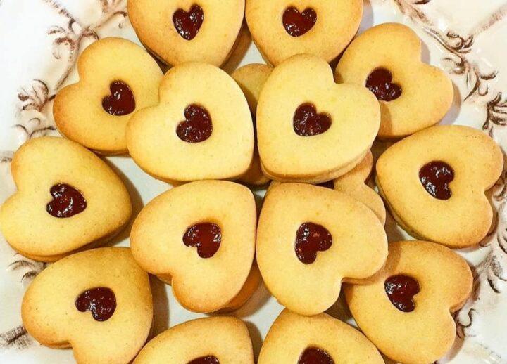 biscotti frollini cuore perfetto con marmellata dolce ripieno