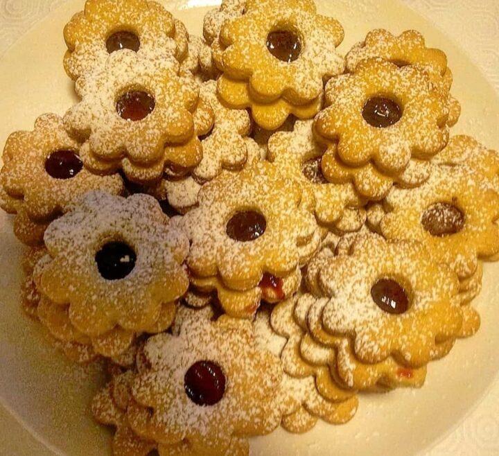biscotti frollini margheritine ripieni di confettura dolce facile