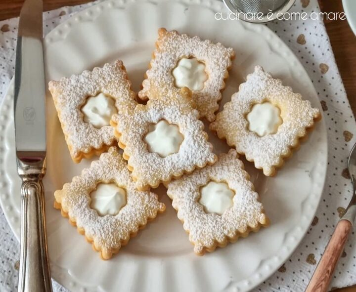 biscotti frollini quadrotti di paradiso dolce ripieno cremoso