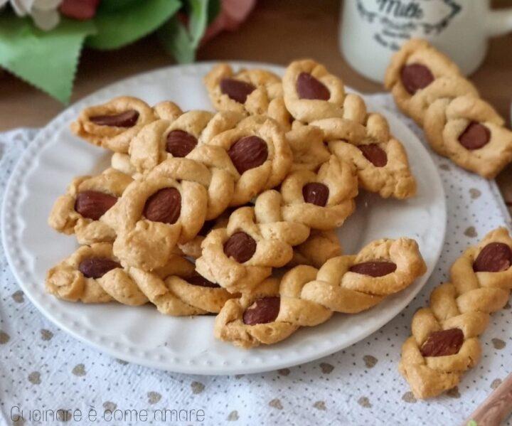 biscotti intorchiate pugliesi con mandorle dolce ricetta facile